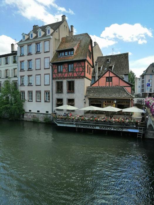 Restaurant direkt über dem Wasser